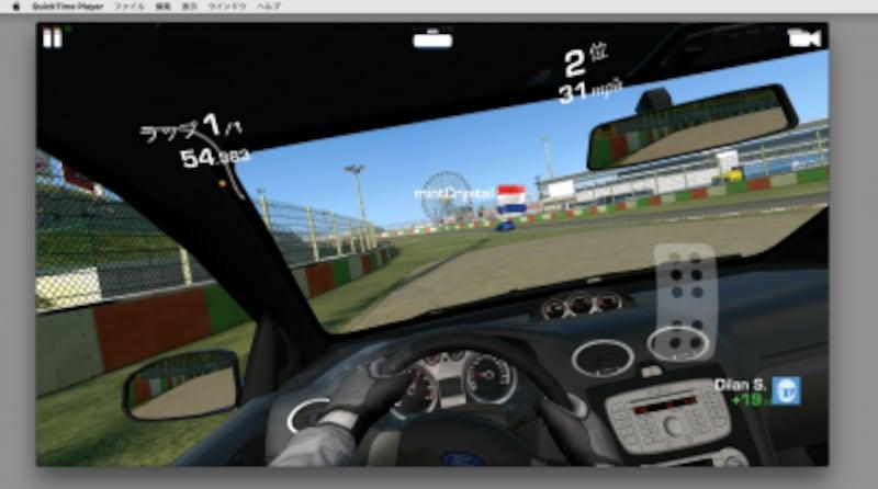 iPhoneが横置き画面になれば、QuickTimePlayerの画面も自動的に横向きになります。画面と操作のズレが僅かにありますが、レースゲームなら普通に楽しめる反応速度です(クリックで拡大)