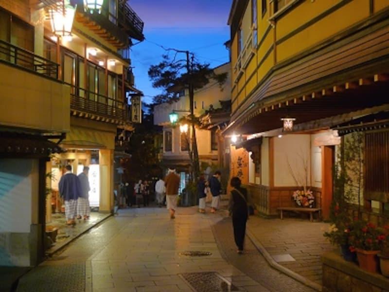 伝統的な温泉街の風情が素晴らしい渋温泉