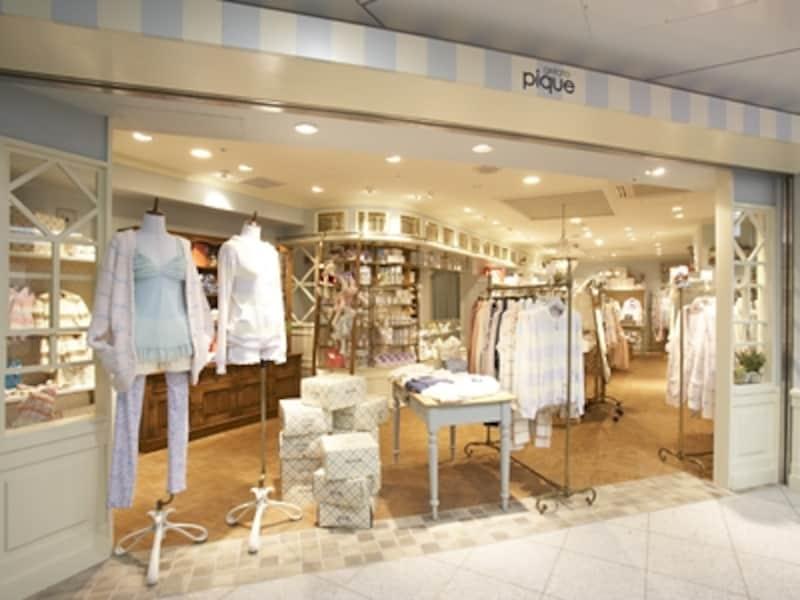 地下1階で大人気のルームウエア専門店『ジェラート・ピケ』。着心地良さそう、かつカワイイ部屋着が揃います