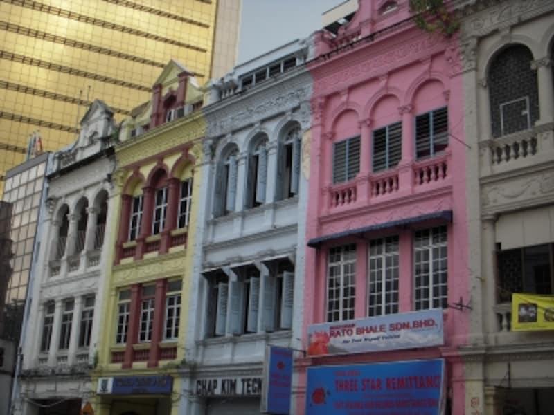 ショップハウスと呼ばれるカラフルな建物は、チャイナタウンのシンボル