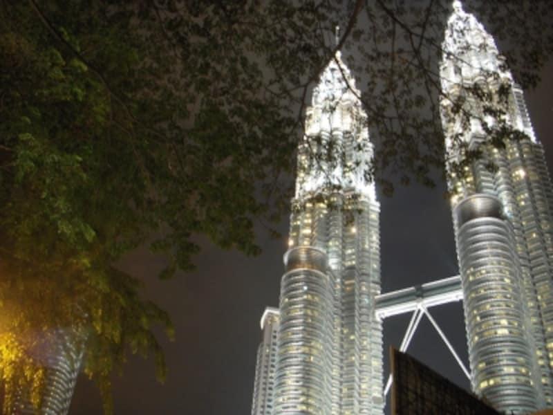 夜空にくっきりと浮かび上がる美しいペトロナスツインタワーは、ツアー最後の見所!