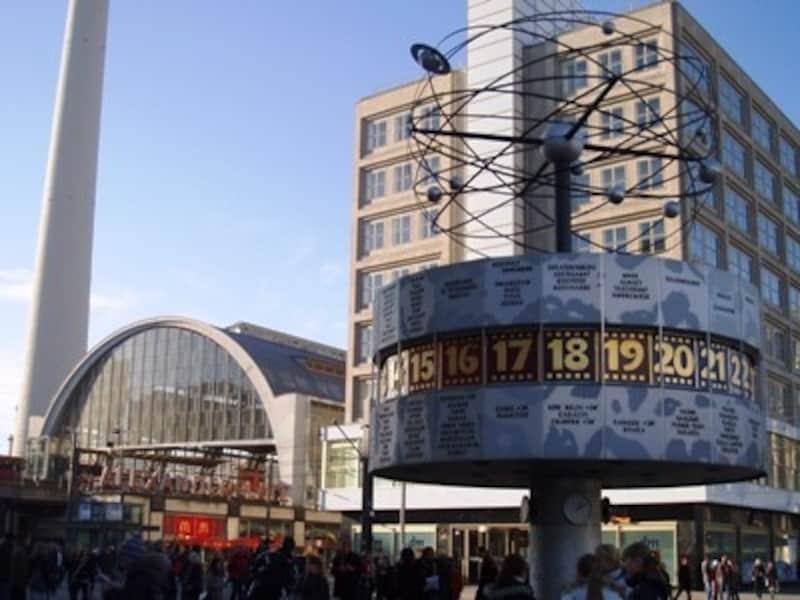 アレクサンダー広場の世界時計