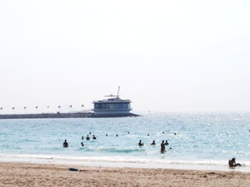 マリンスポーツも楽しめるドバイの人気スポット、ジュメイラビーチ