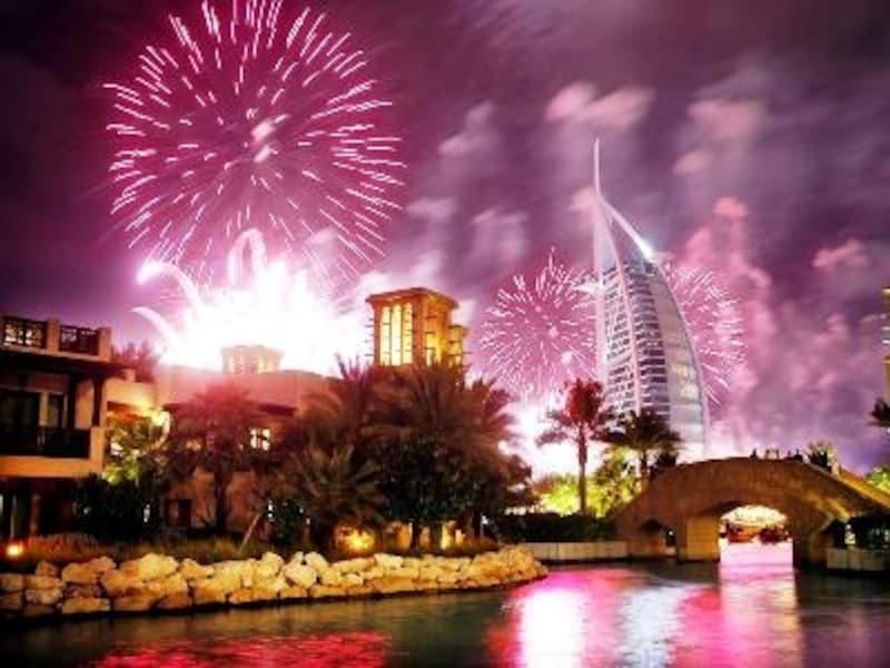新しい年を祝う、ドバイの華やかなカウントダウン