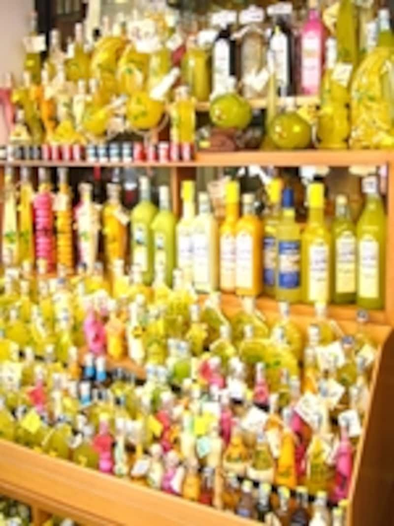 レモンから作ったリキュールで、アマルフィの名産リモンチェッロのお店