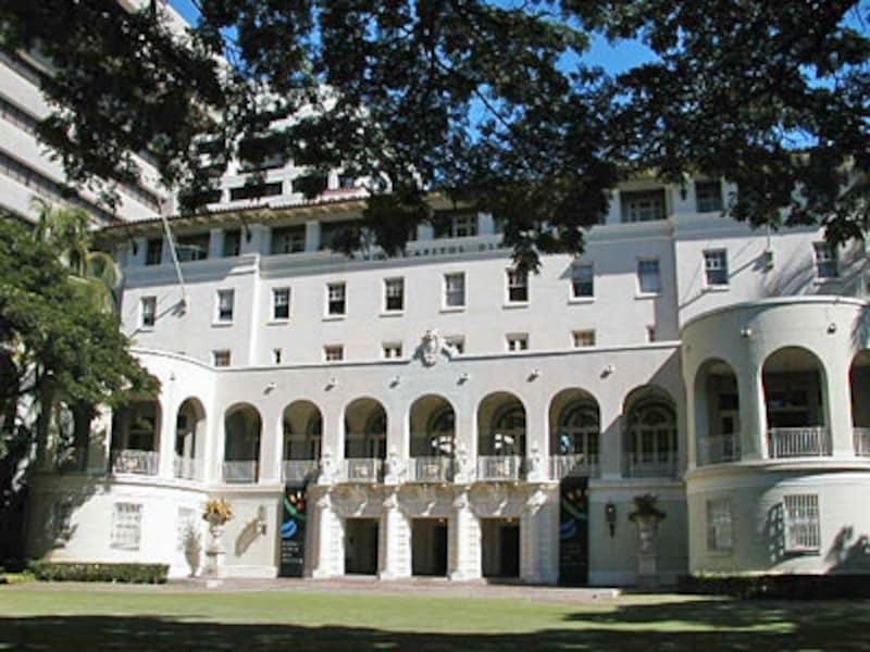 ワイキキのロイヤル・ハワイアン・ホテルの前身「ロイヤル・ホテル」が建っていた場所。州立美術館は2002年にオープン