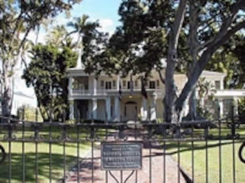 州政府庁向かいにはリリウオカラニが余生を過した「ワシントン・プレイス」がある