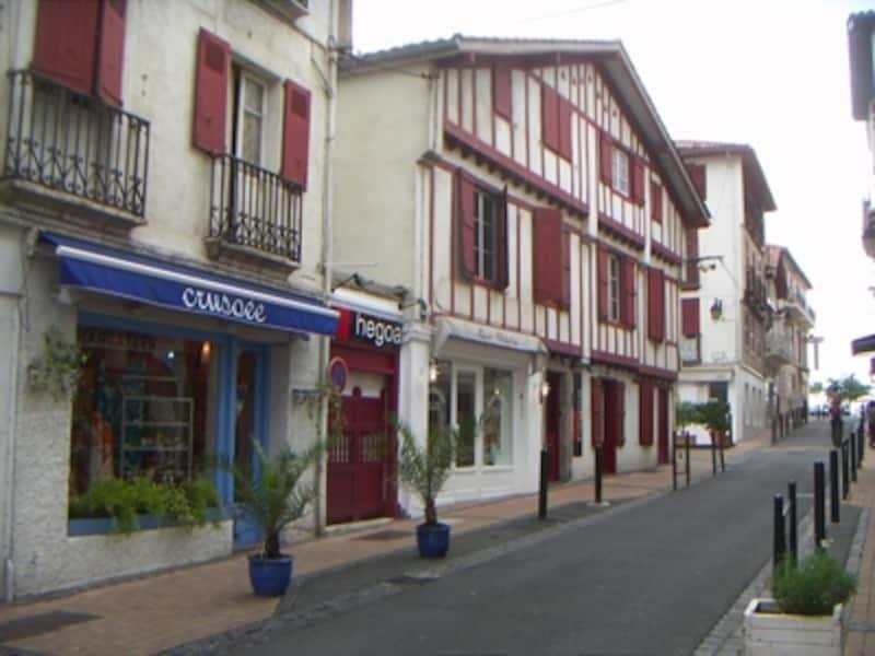 バスク地方の典型的な町並み、サン・ジャン・ド・リュズ
