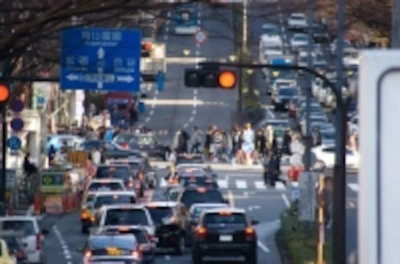 一口に「クルマ」とは言っても、軽車両から高級外車まで様々。また観光バスやトレーラーなどの場合、車両以外の損害にも補償が必要となってきます。