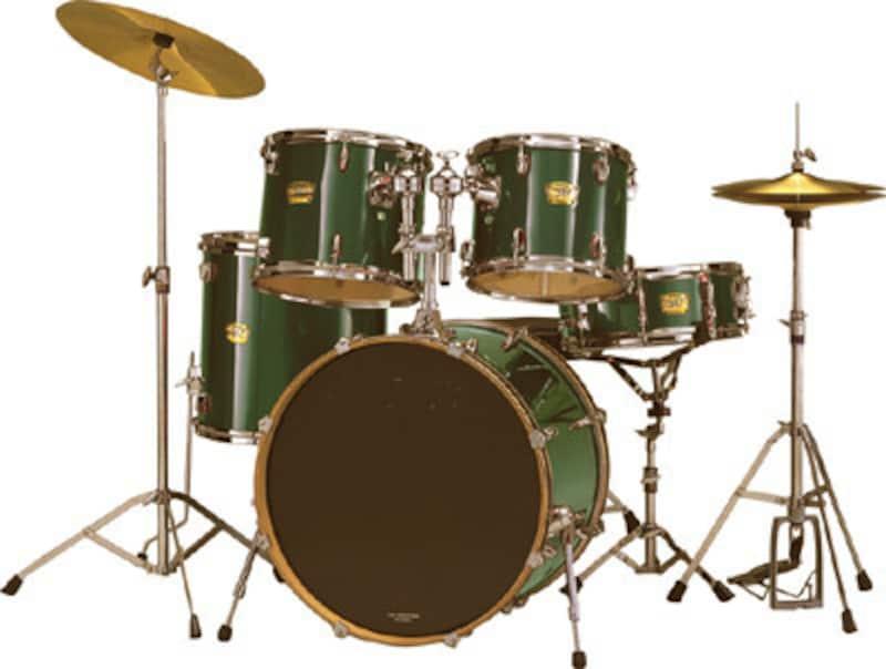 ドラム時には主役、時には背景。リズムが大切なジャズにおいては、音階がなくても十分に「語れる」楽器です。