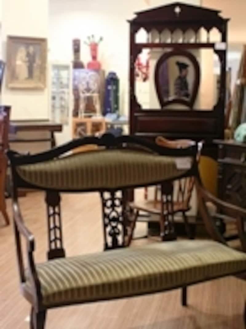 ヴィーナスフォート・アウトレットのアンティーク家具