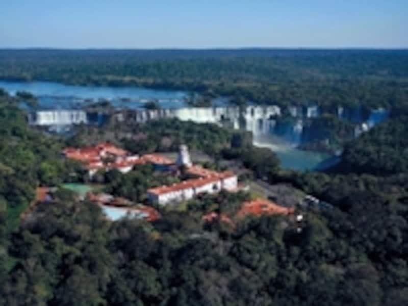 ホテル・ダス・カタラタス。園内唯一のホテルということで、公園がオープンする前に滝を見学することもできる