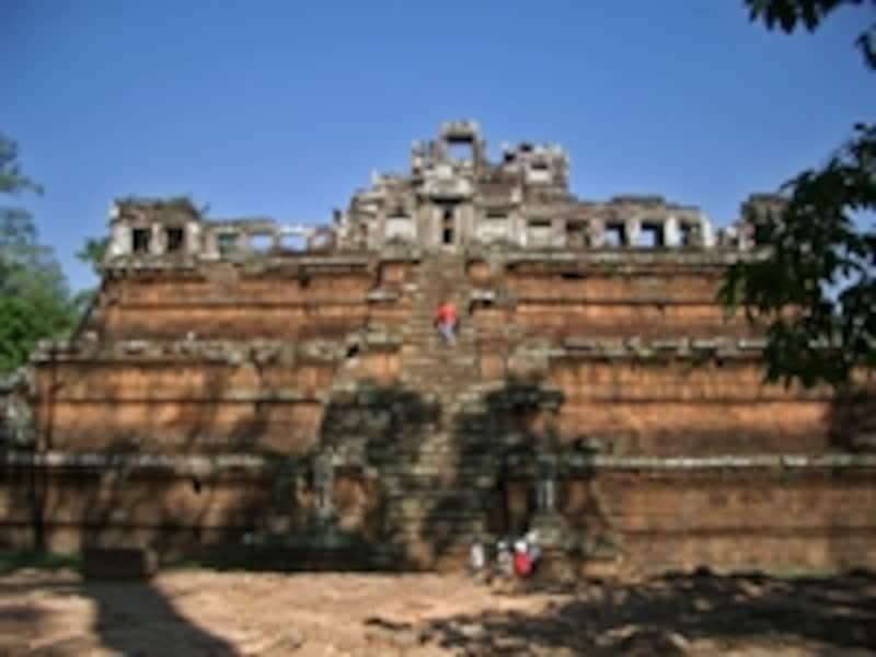 ピミアナカス。どの遺跡も基本は中央が高いピラミッド型をしている