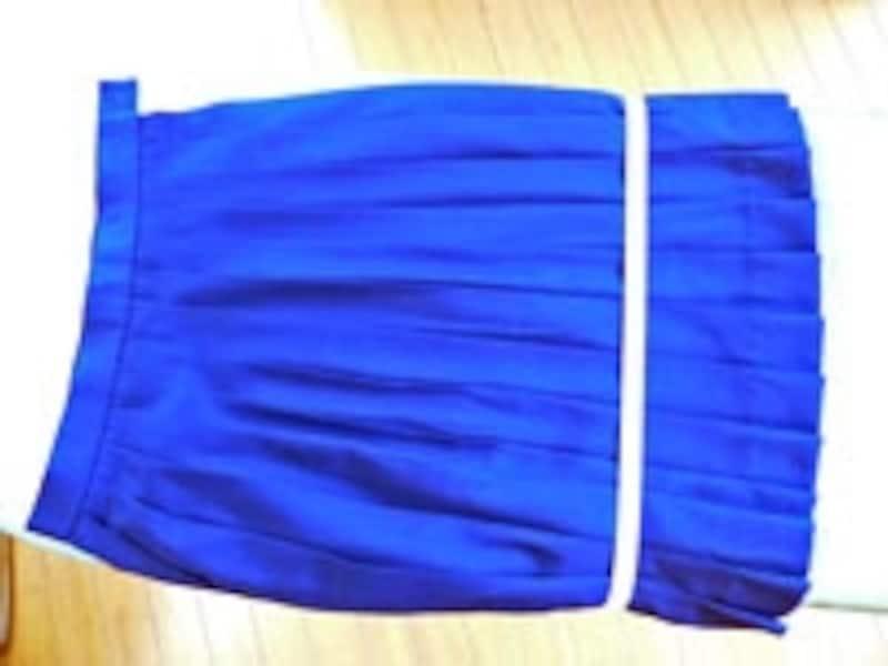 ひだスカートは、ひだを揃えてゴムでアイロン台に固定するとかけやすい