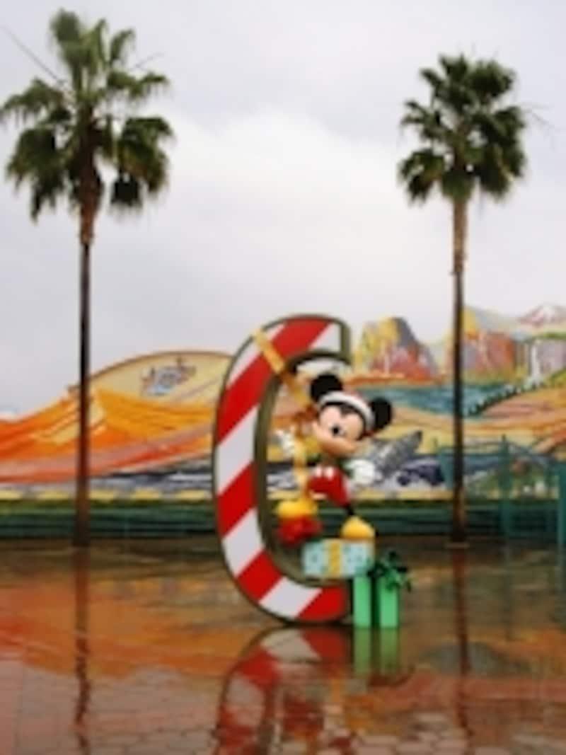 """ミッキーが""""C""""の文字の上で待ってます!"""