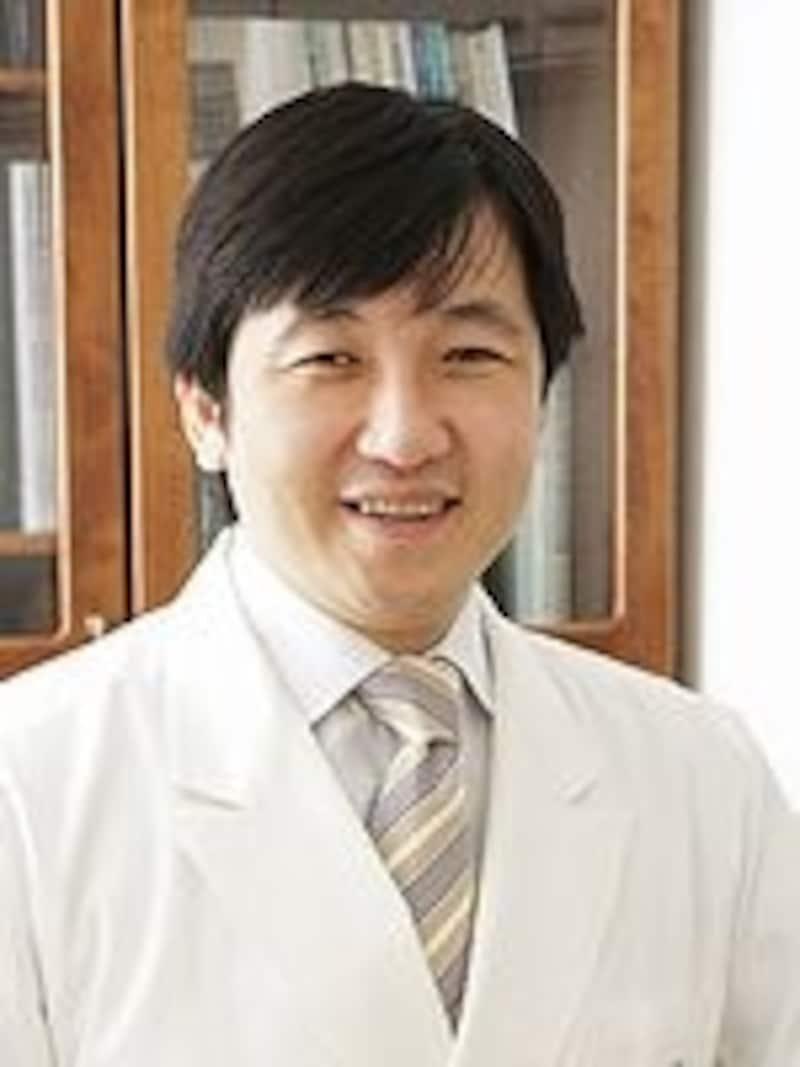 院長の石川浩一先生。新美容医療を自らの体で試すアグレッシブな姿勢に、美容ライターのファン多数!
