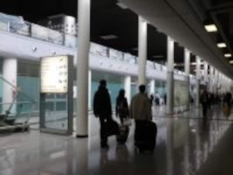 新装してキレイになったカターニャ空港。ナポリ空港、パレルモ空港、バーリ空港など、各町に空港があります