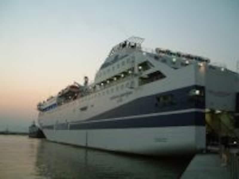 地中海に真ん中に位置するイタリア半島南部は、船も便利なアクセス方法