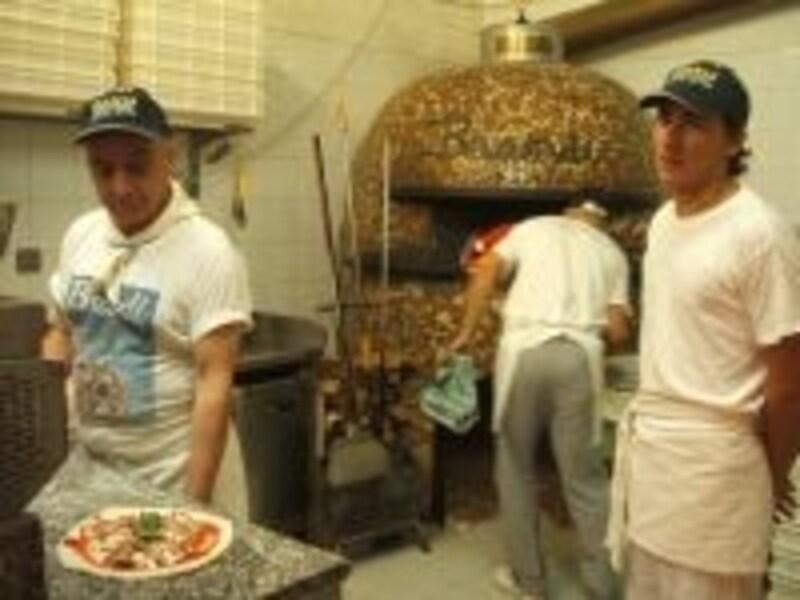 ナポリを訪れたら、ぜひ本場のピッツァ・ナポレターナを!