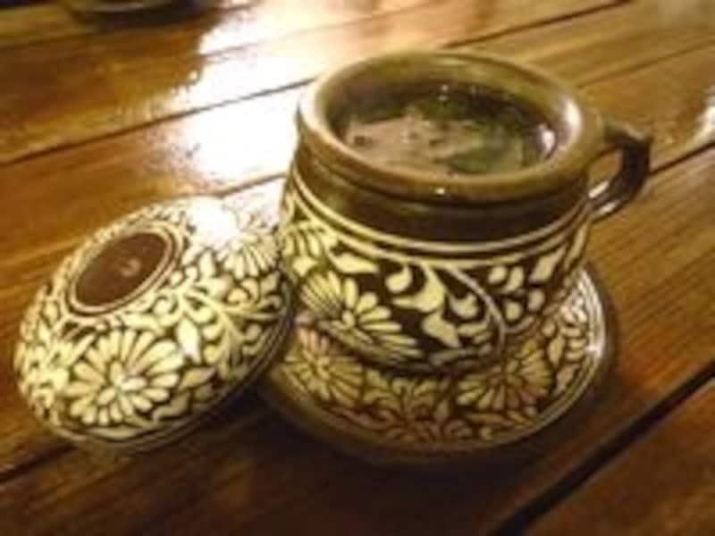 素朴な美が映える韓国の陶磁器。
