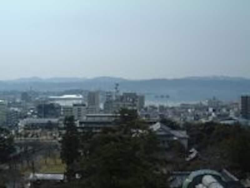 松江城天守閣から眺める宍道湖(2008年3月撮影)