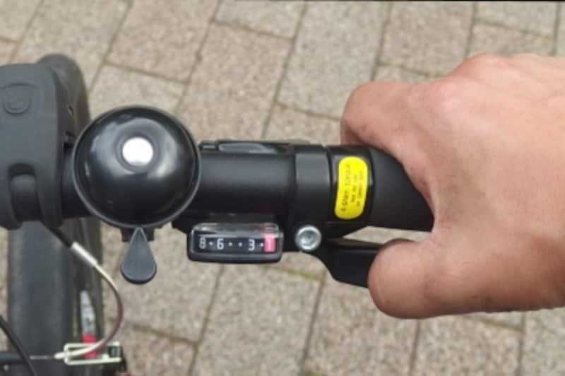 一番外側のギアに入るようにシフターを操作する