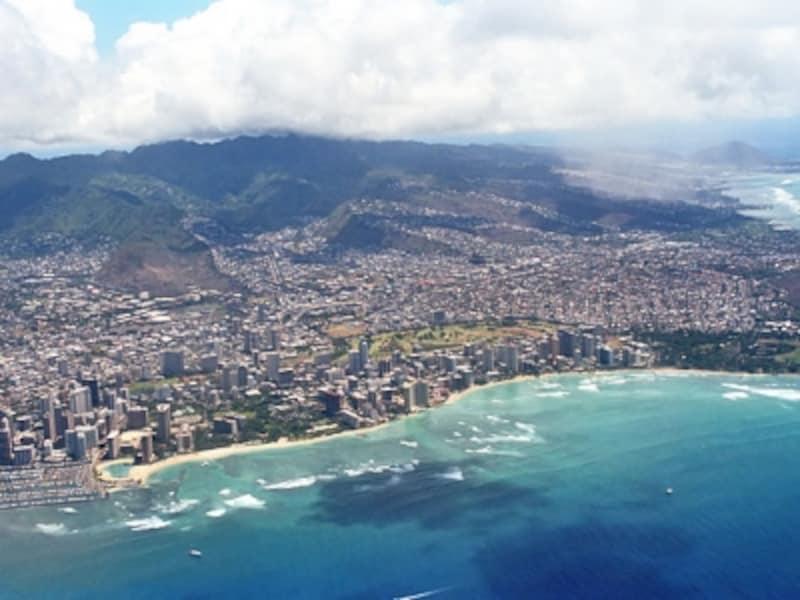 ハワイ、マウイ行きには、上空からワイキキビーチやダイヤモンドヘッドを眺めるお楽しみも