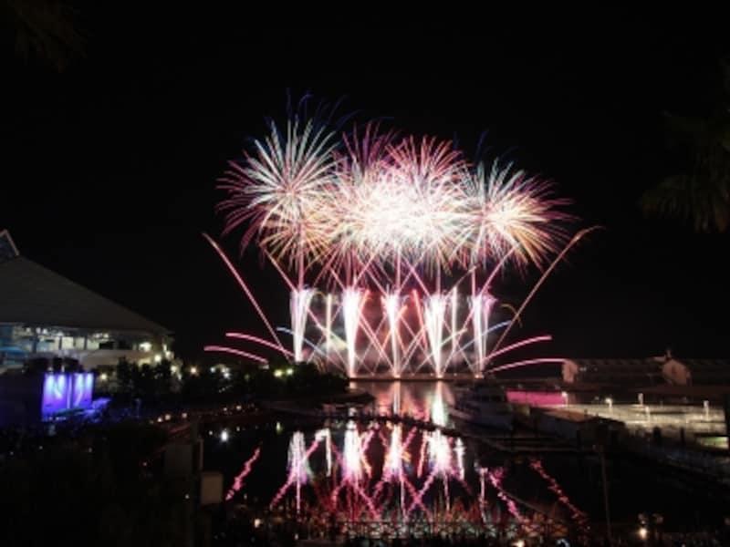 音楽に合わせて花火が打ち上がる「ニューイヤー花火シンフォニア」(画像提供:横浜・八景島シーパラダイス)