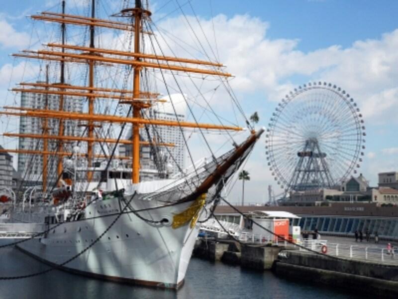 お正月ならではの飾りなども予定しています。画像は2017年に実施された船首の松飾りの様子(2017年1月2日撮影)