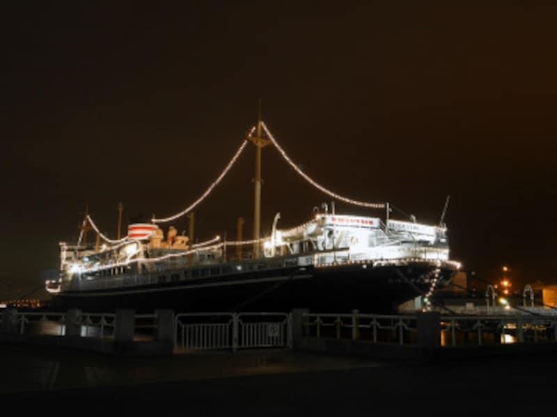 山下公園の氷川丸をはじめ、横浜港に停泊している客船が0:00に一斉に汽笛を鳴らす様子も年越しの風物詩(2018年12月2日撮影)