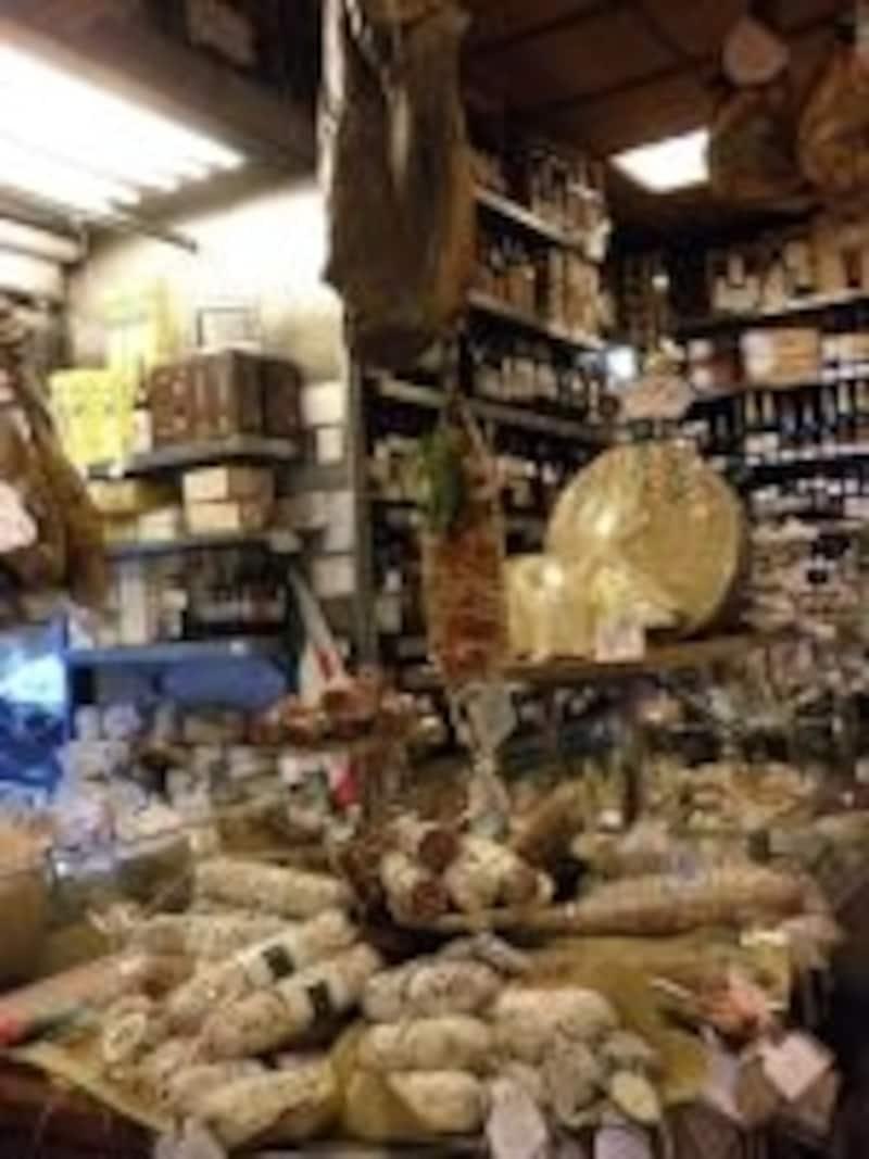 オーナー一家で経営するヴォルペッティは、その親しみやすい雰囲気も魅力