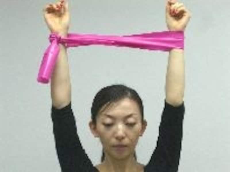 腕を上げる