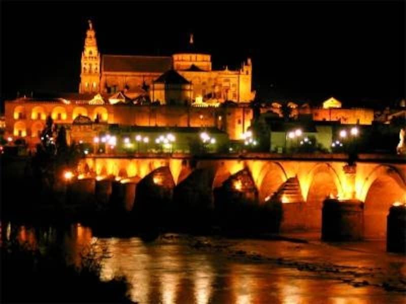 選択肢の多いスペイン旅行のルート(写真は南スペイン、コルドバのメスキータ)