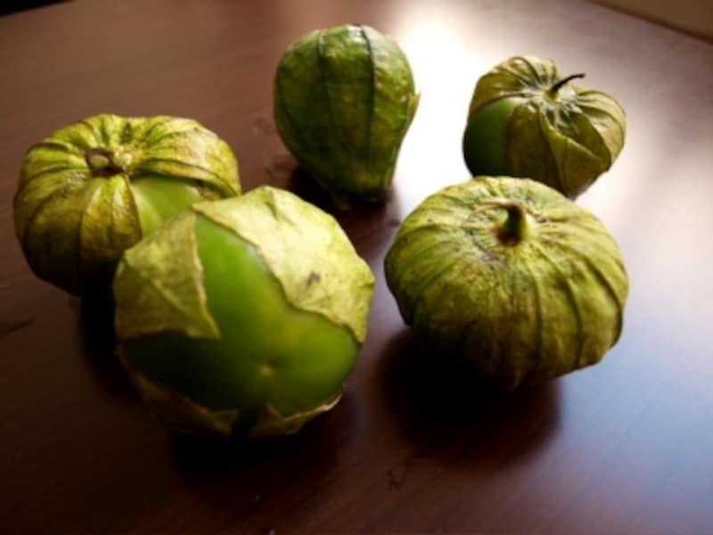 サルサベルデに使われる、トマティージョ(グリーントマト)