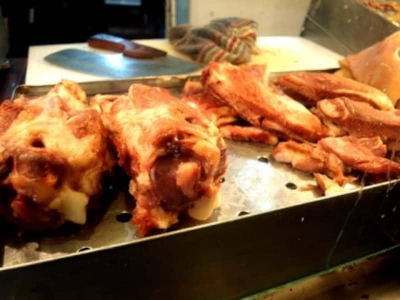 こんな感じでドーンと肉が並ぶ。タコスにする好みの部位を指定することができる