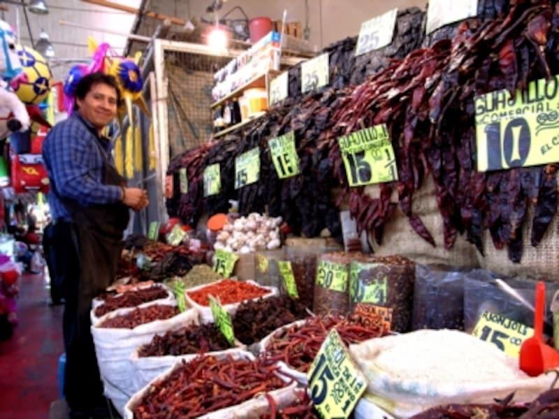 市場でもたくさんの種類のチレが扱われている