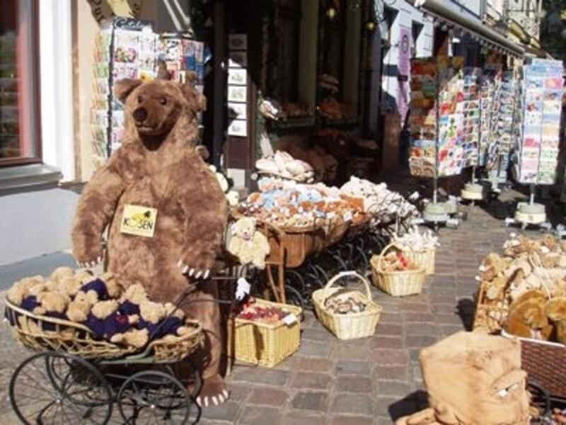クマはベルリンのシンボル。クマのぬいぐるみもベルリン土産のひとつ