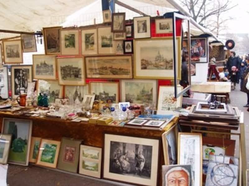 美術商の出店も多い6月17日通りの蚤の市