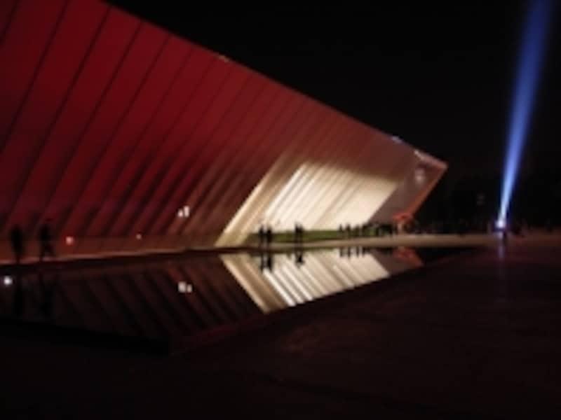 新たな観光スポット!大学付属の現代アート美術館、MUAC