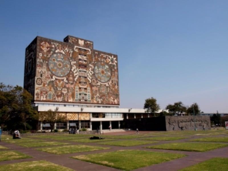 メキシコ国立大学の中央図書館の壁に描かれたファン・オゴルマンの壁画