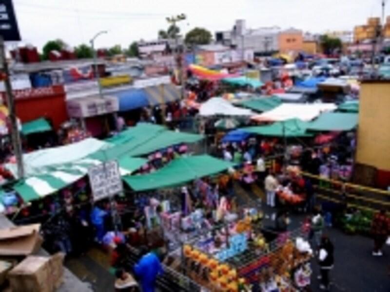 メルセー市場と、ソノラ市場付近の風景。場外にも露店がぴっしり!