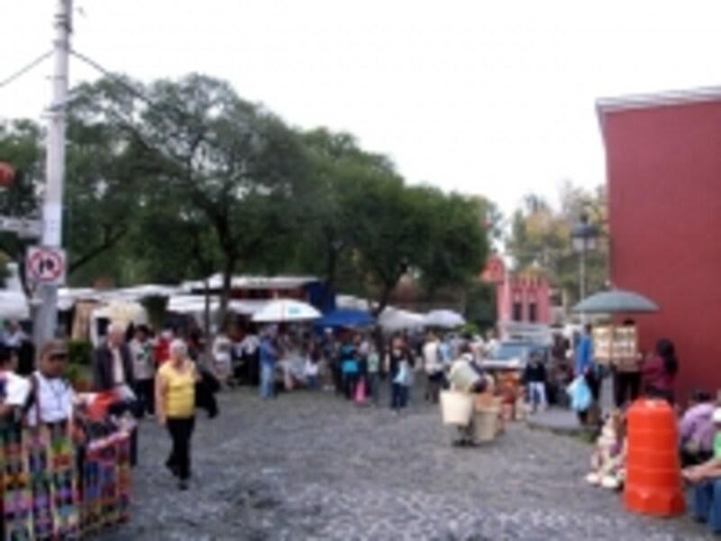 サン・アンヘル名物の土曜民芸市場