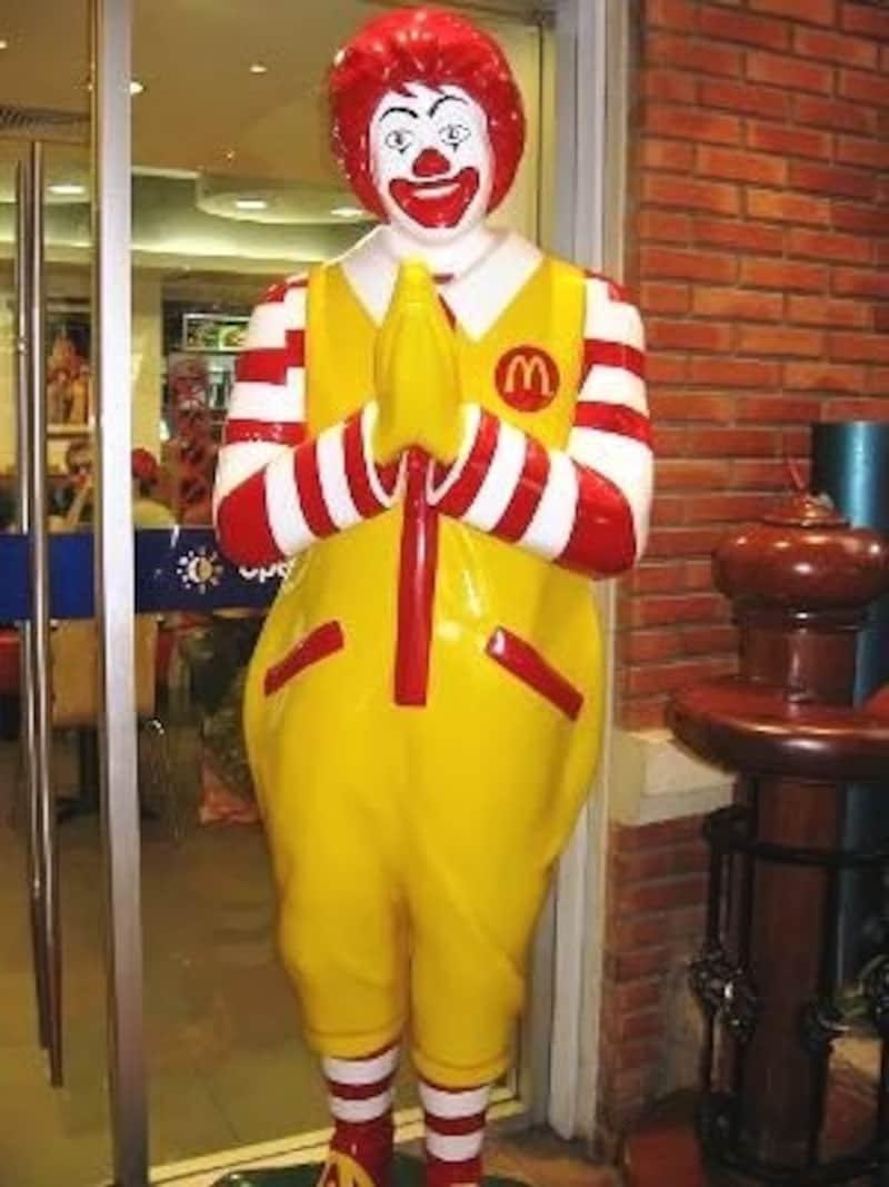 タイではマクドナルドもワイ(合掌)をしている