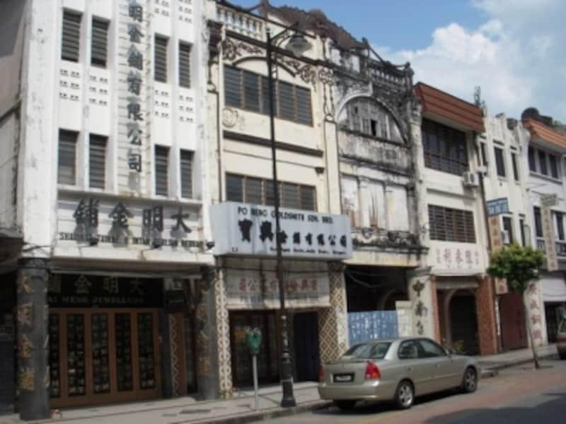 ノスタルジックな街並の散歩は、マレーシア観光の醍醐味。歩きやすい靴はマストアイテムです
