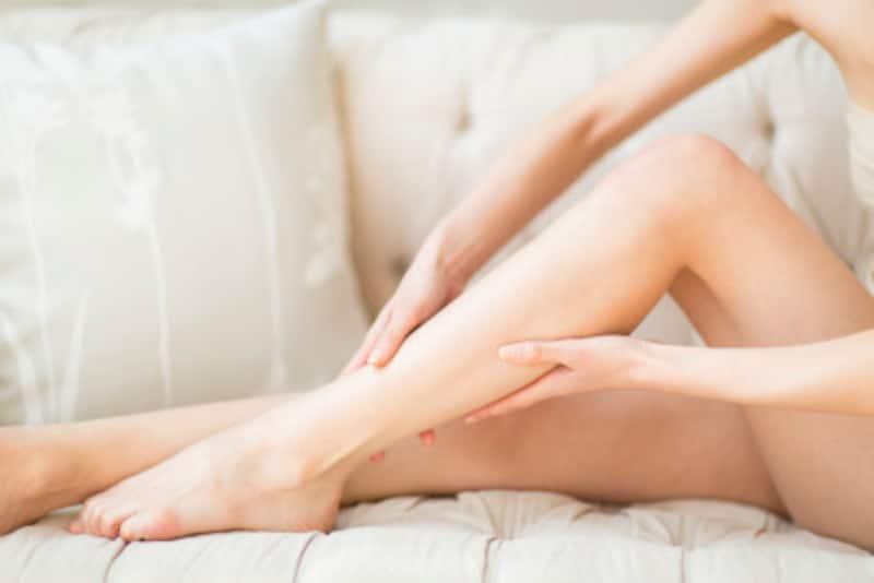膝のたるみをマッサージで解消……1日5分のケア
