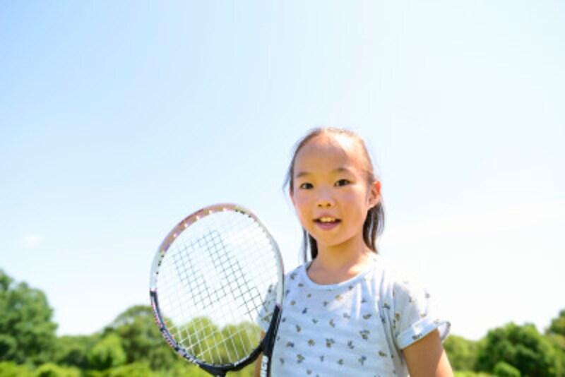 テニスは老若男女でき、社交性に富むスポーツ。コートの整備はマナー
