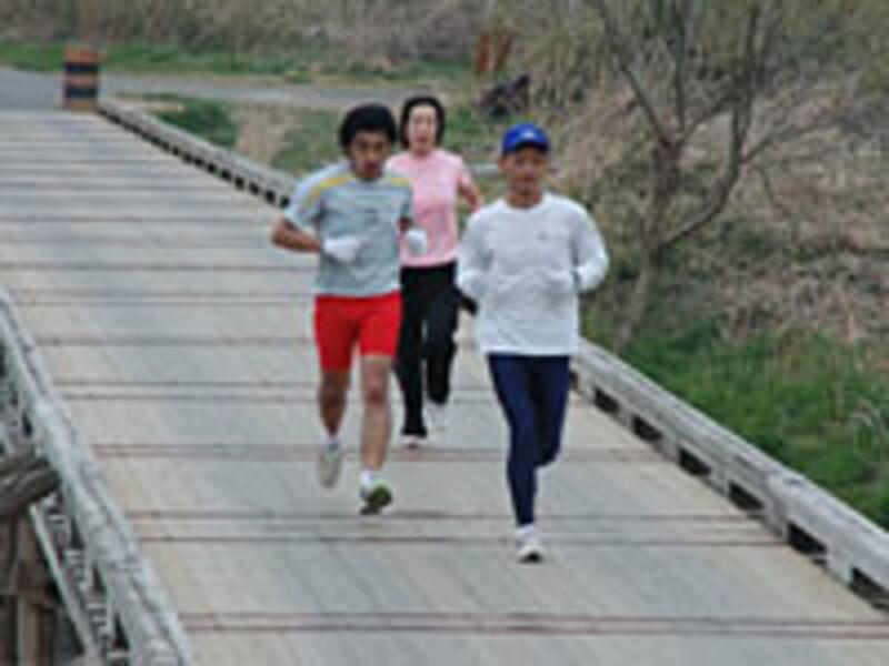 仲間とジョギング