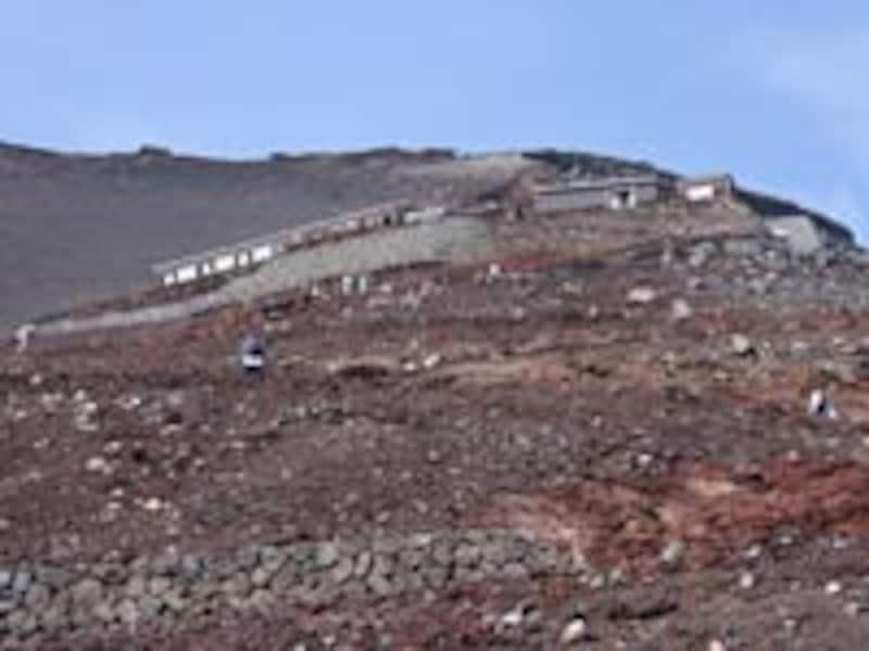 六合目付近から山頂を見上げる