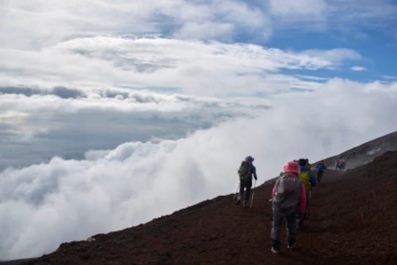 一歩の歩幅が2m近くにもなる富士山の下り。急な下りなのに筋肉疲労を生じない