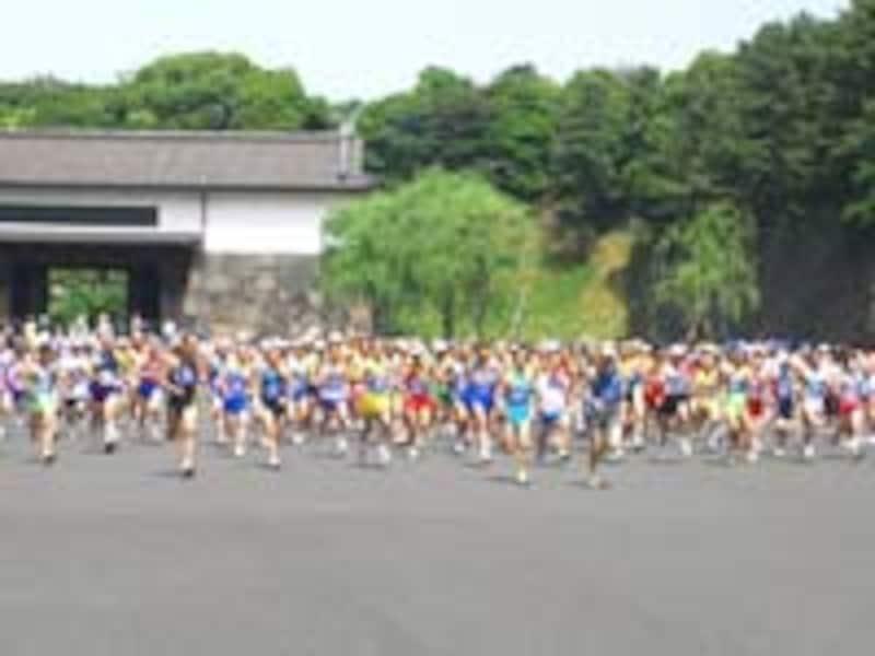 参加者が多い全国OB駅伝のスタート